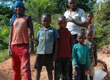 Amnesty: in Congo quarantamila baby minatori estraggono cobalto a mani nude